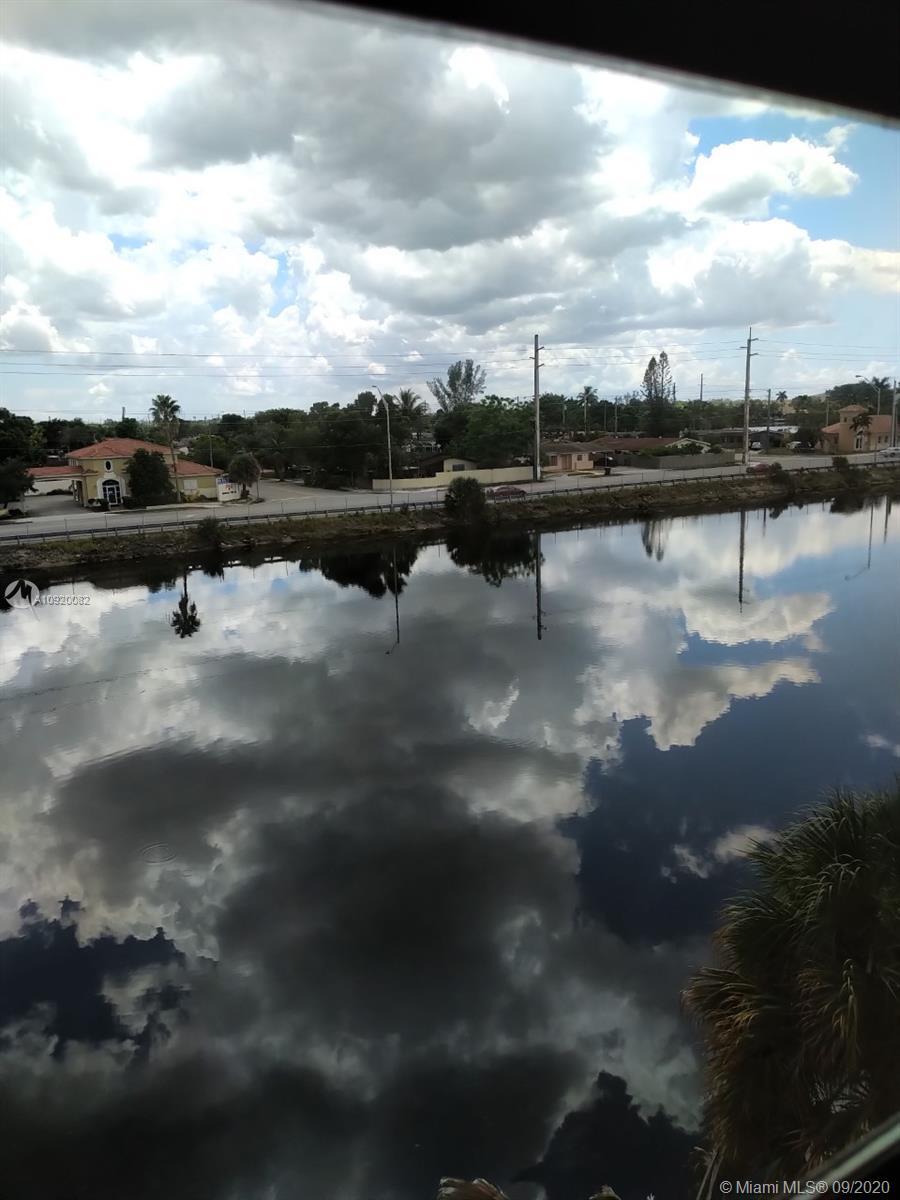 1325 W 68th St Unit 419, Hialeah, Florida 33014