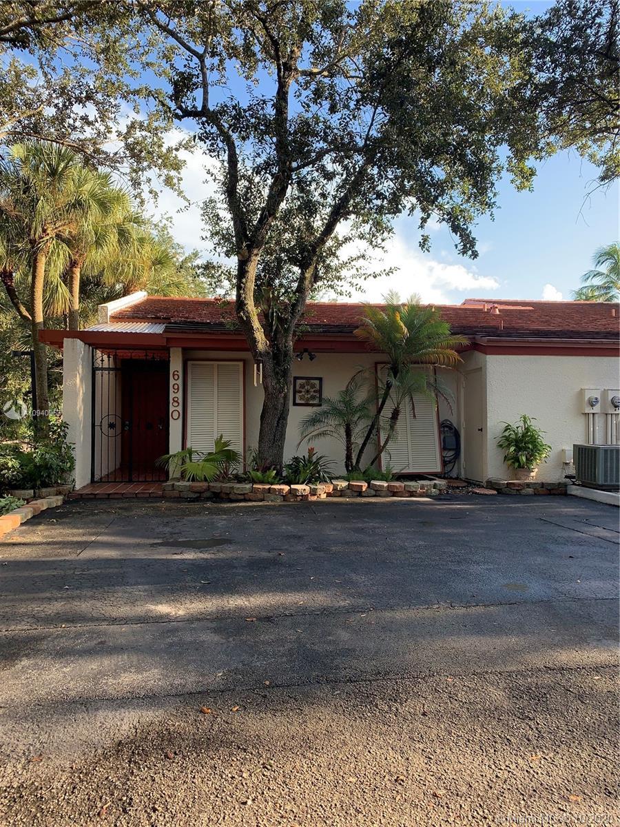 6980 Greentree Ln, Miami Lakes, Florida 33014
