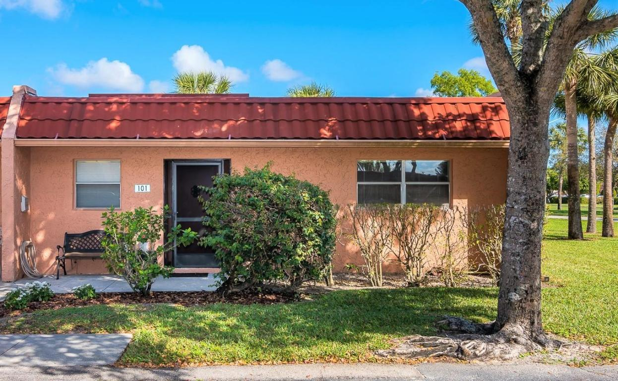 101 Lake Evelyn, West Palm Beach, Florida 33411