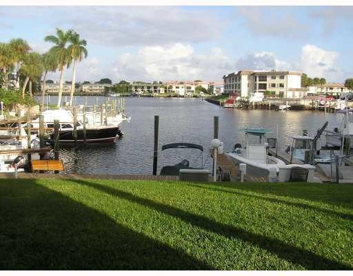 326 Northlake Unit 101, North Palm Beach, Florida 33408