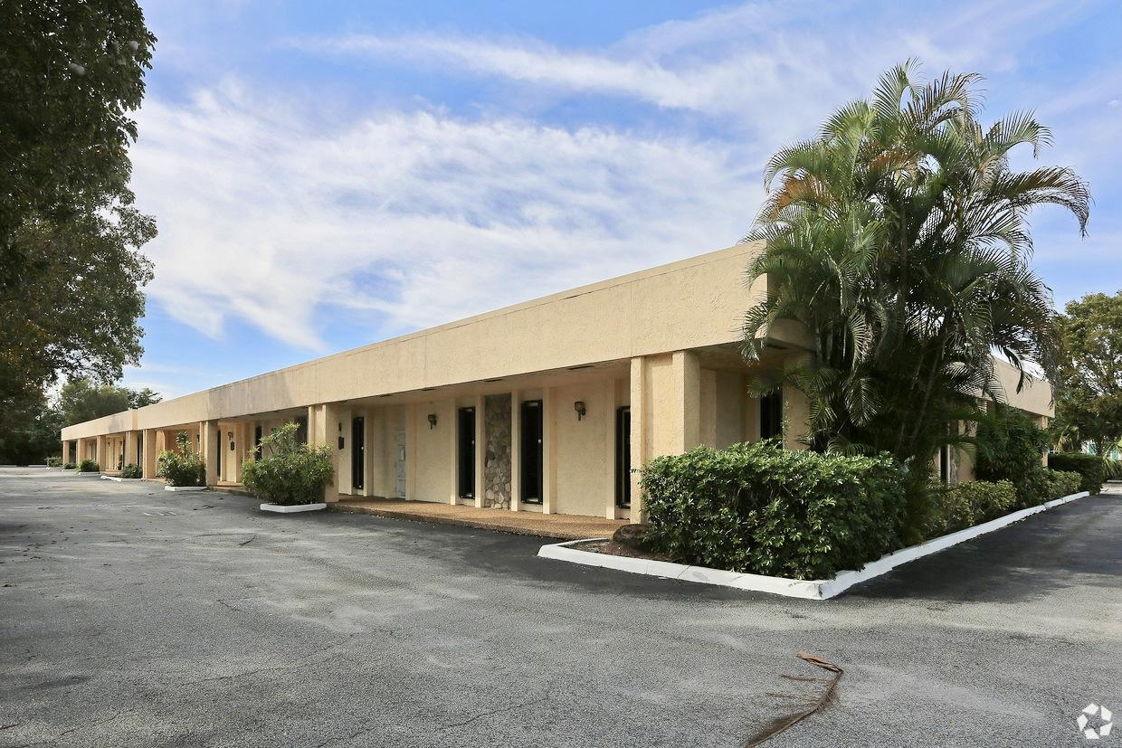 3540 Forest Hill Unit 202, Palm Springs, Florida 33406