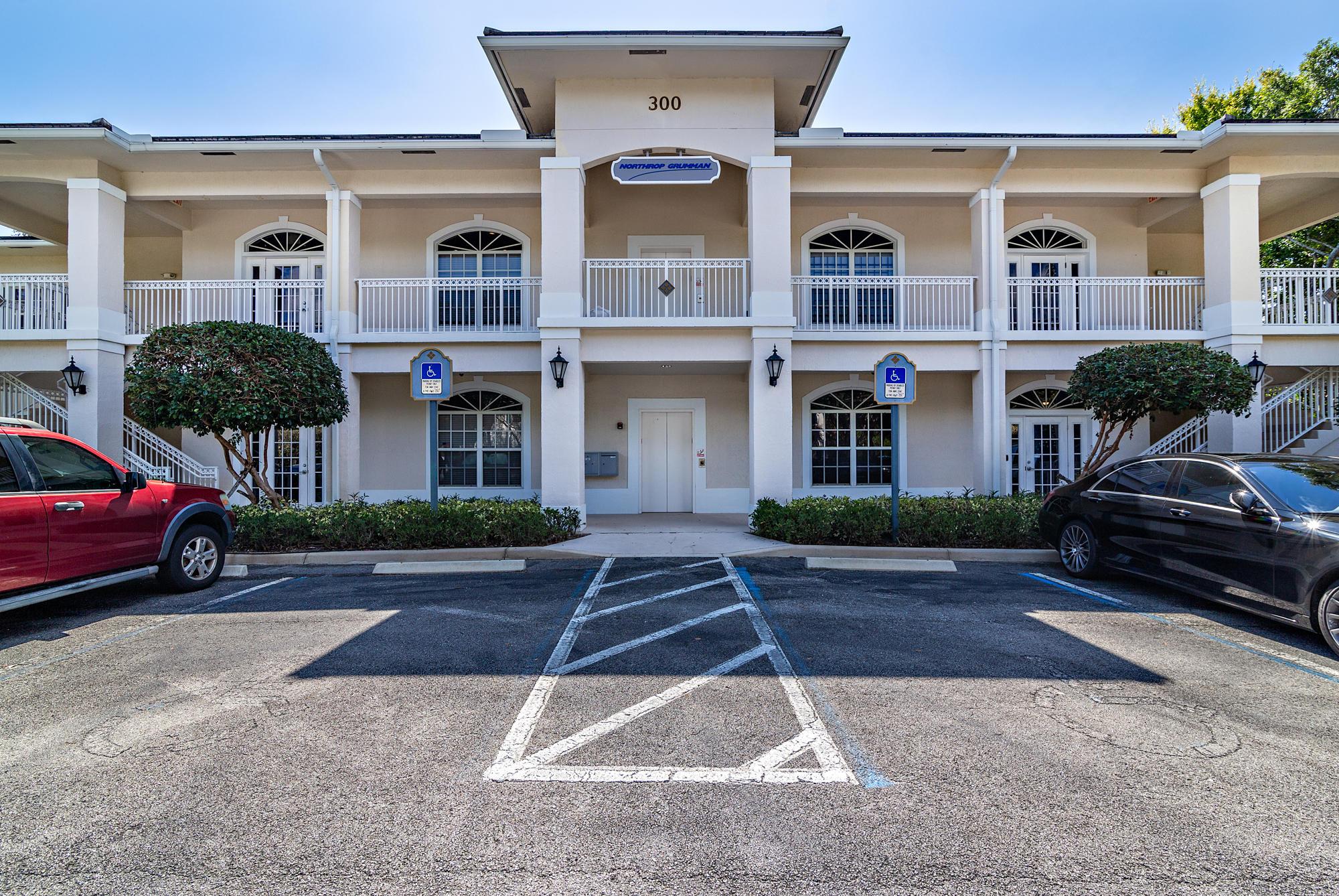 300 Village Square Unit 101, Palm Beach Gardens, Florida 33410