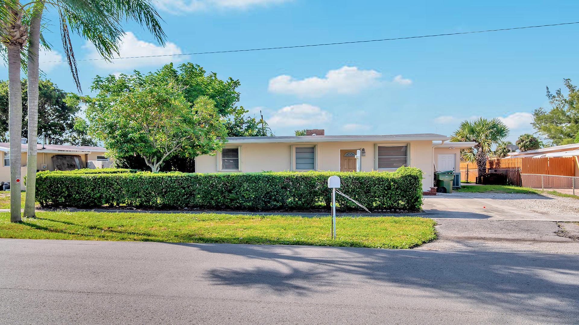 165 Morgans, Palm Springs, Florida 33461