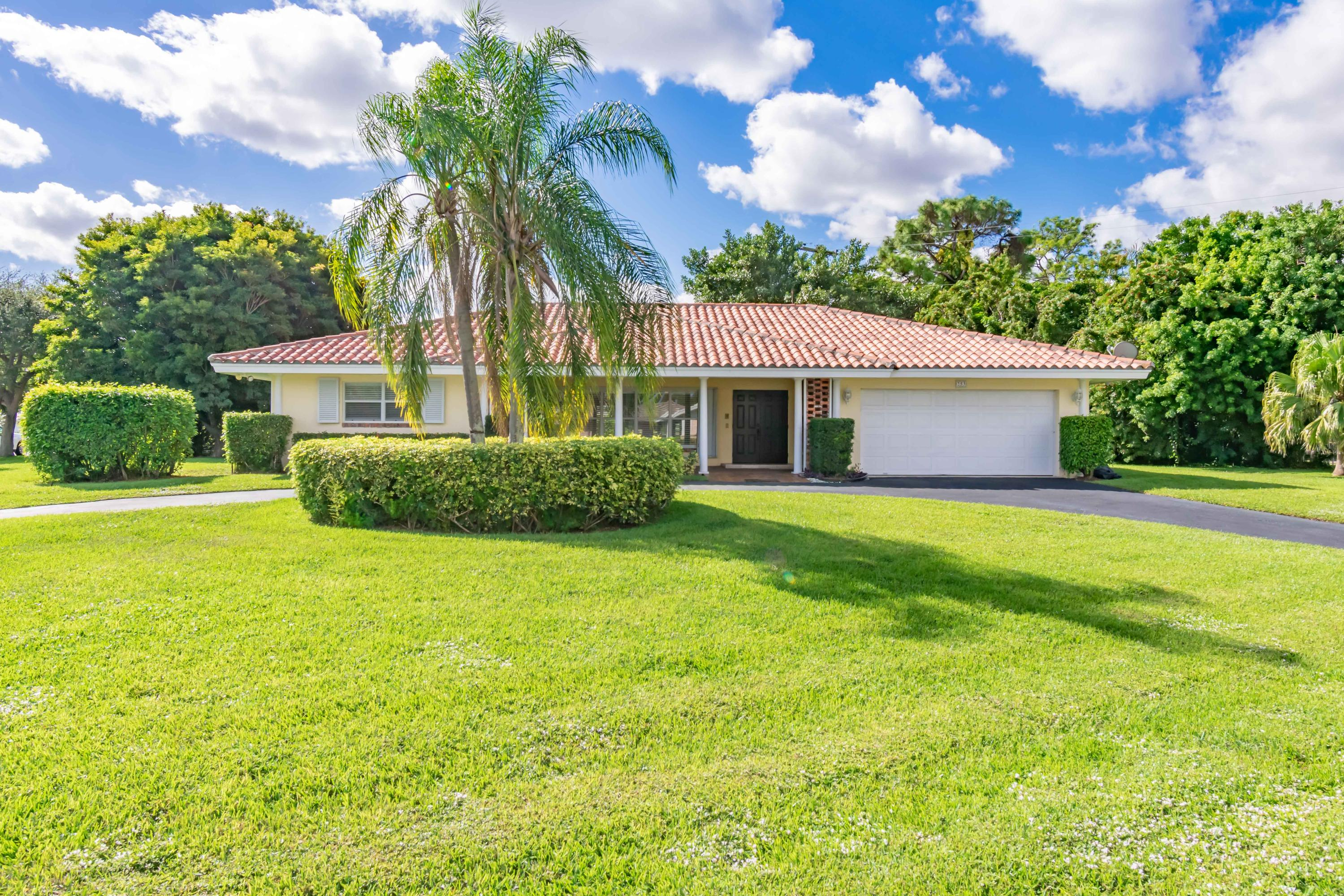 253 Walton Heath, Atlantis, Florida 33462