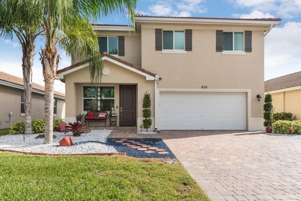 850 Palm Tree, Haverhill, Florida 33415