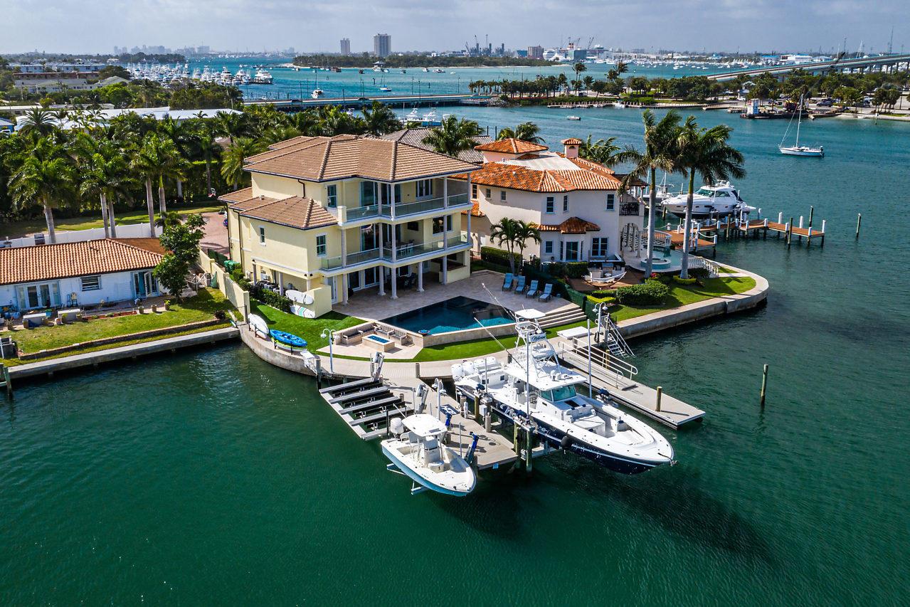 2795 Lake, Singer Island, Florida 33404