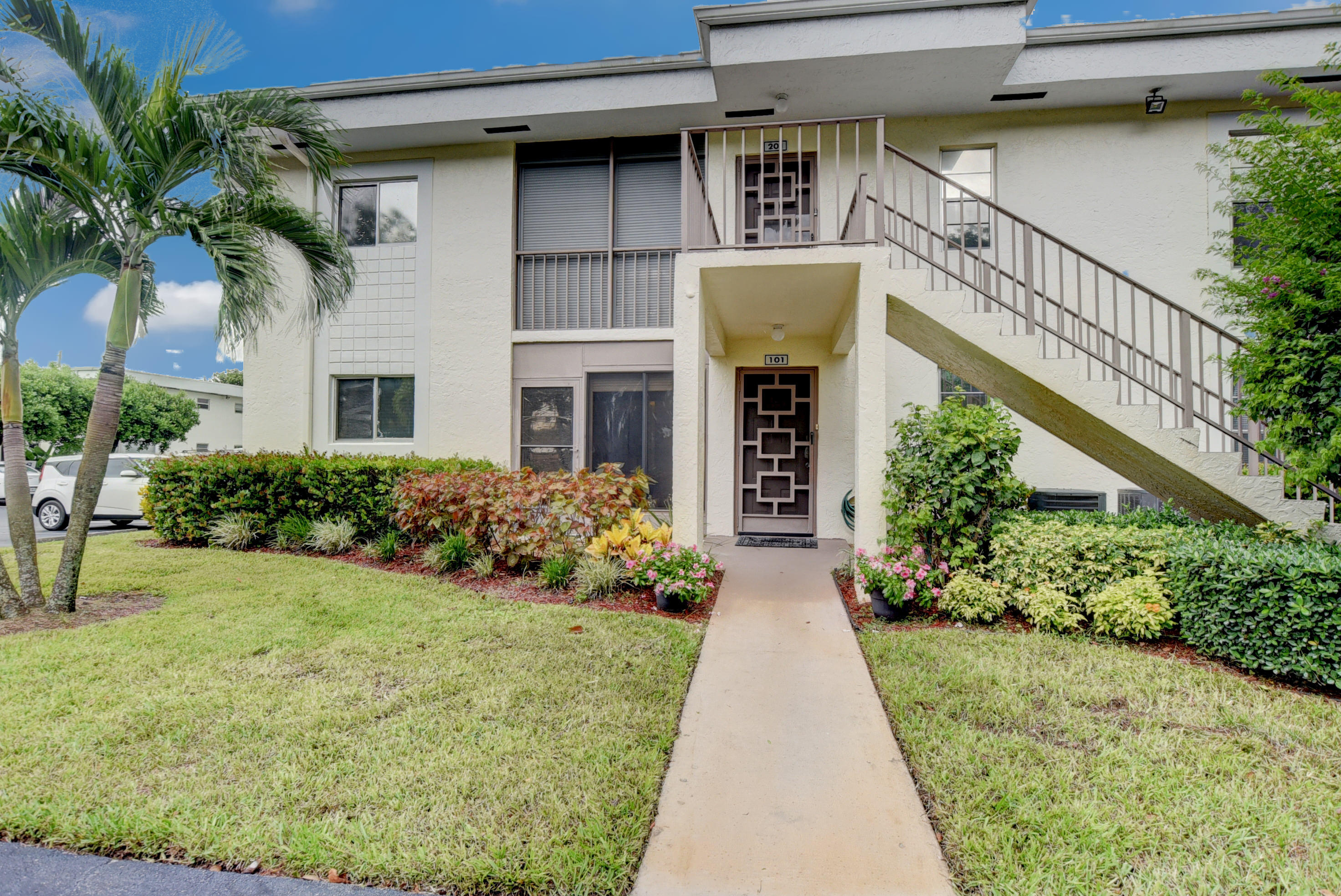 6586 Southurst Unit 101, Delray Beach, Florida 33446