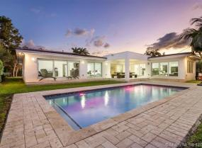 131 Shore Dr W, Coconut Grove, Florida 33133