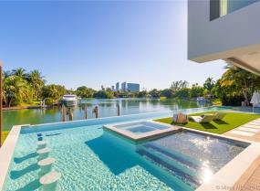 4731 Lake Rd, Miami, Florida 33137
