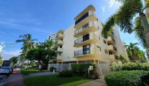 1673 Bay Road Unit 303, Miami Beach, Florida 33139